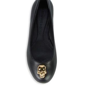 Alexander McQueen signature skull flats